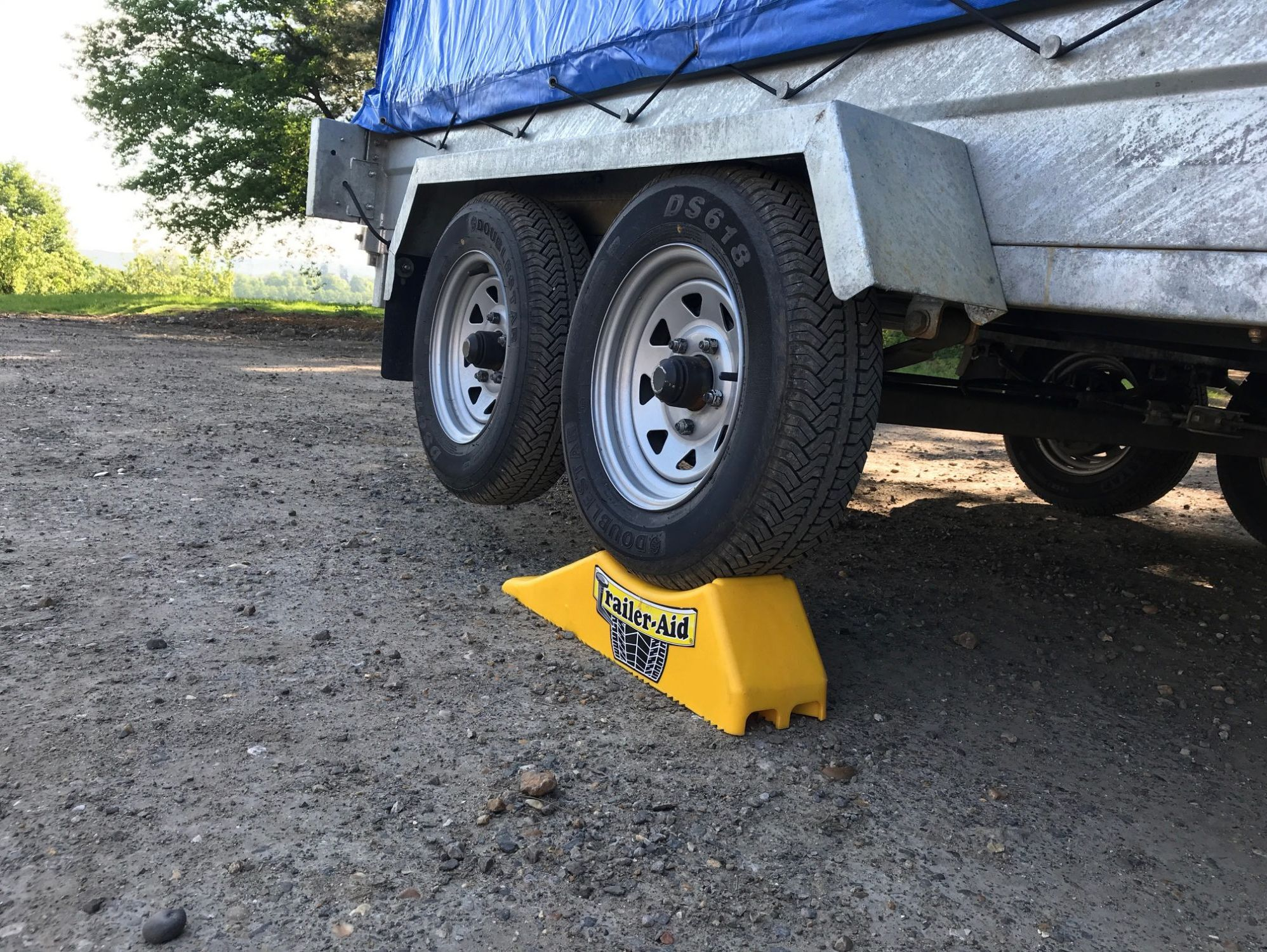 Safely change a wheel on a trailer with the Trailer-Aid ramp