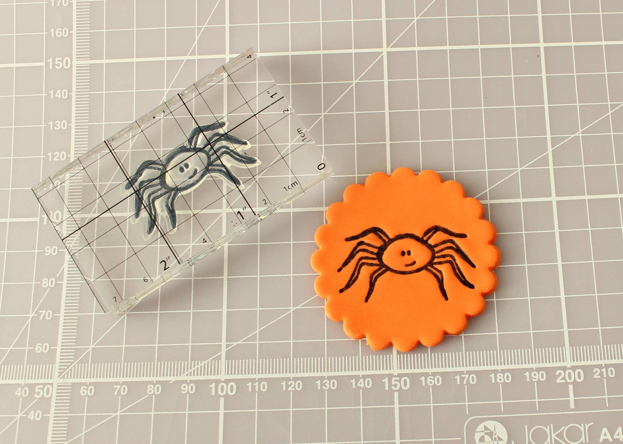 Spider Cupcakes Tutorial 9