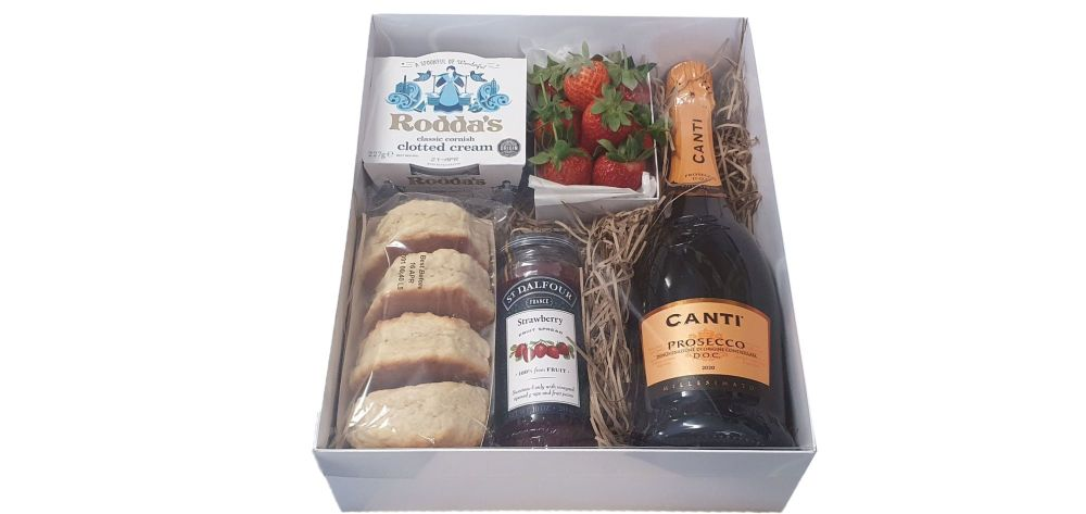 White Large Patisserie Hamper Box with Clear Lid - 315mm x 250mm x 90mm- Pack of 10