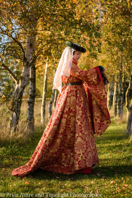 Medieval dress, houppelande, 14-15th Century