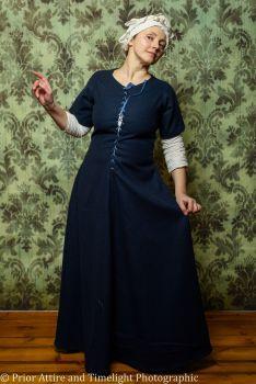 Medieval dress/kirtle size 14-16