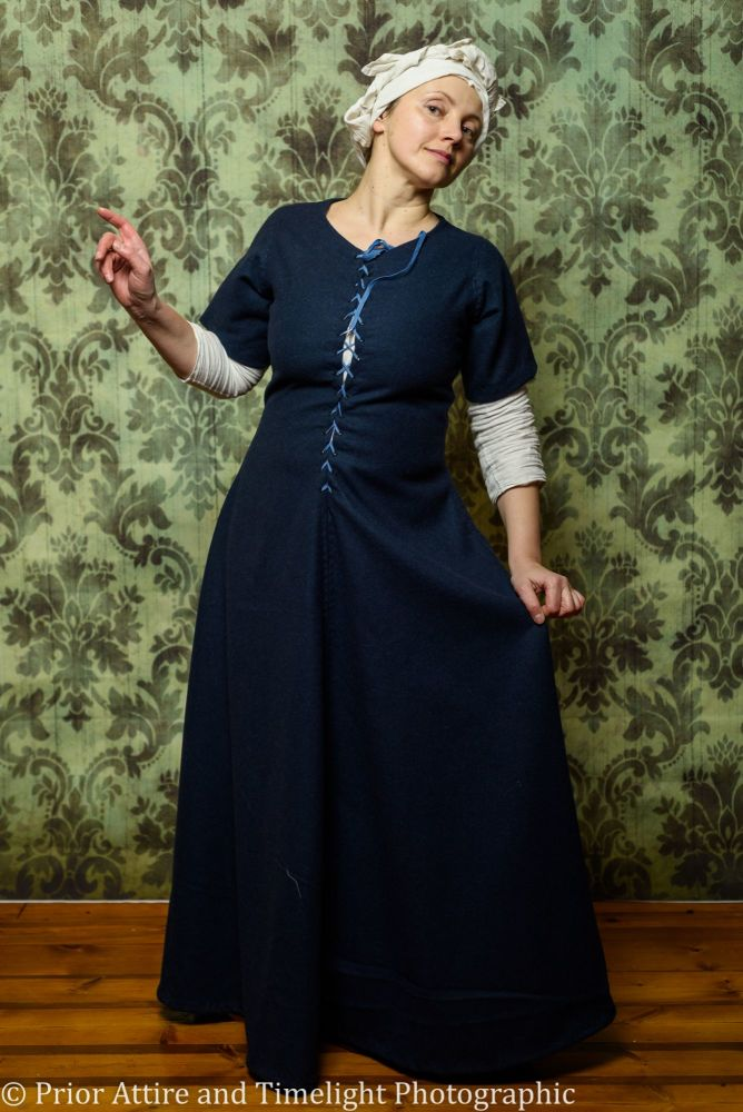 Medieval dress/kirtle size 14-16