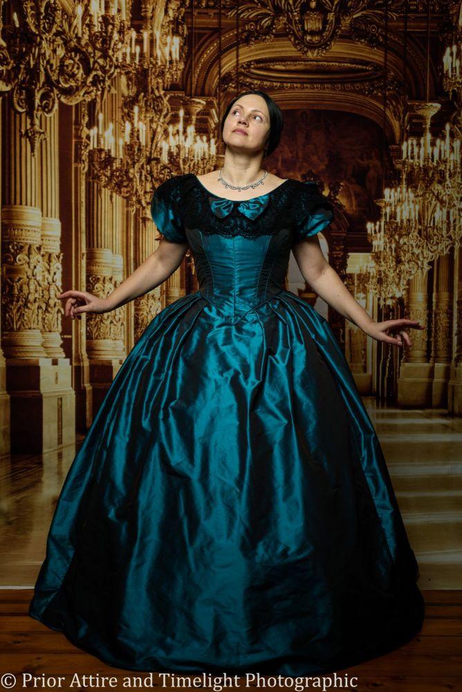 Victorian crinoline ballgown size 14-18