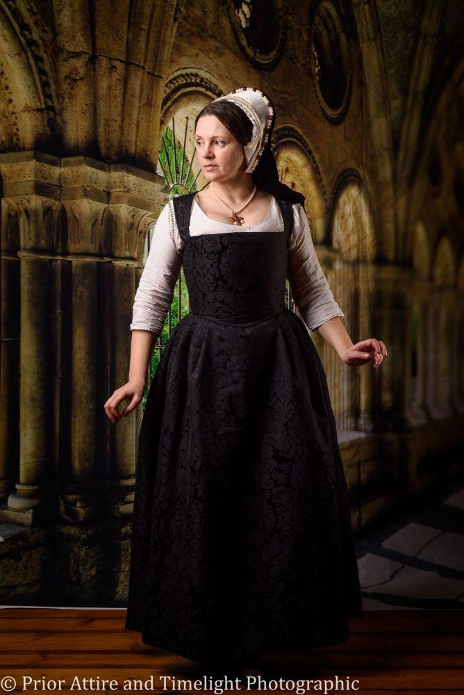 Tudor/Elizabethan kirtle in silk size 8-12