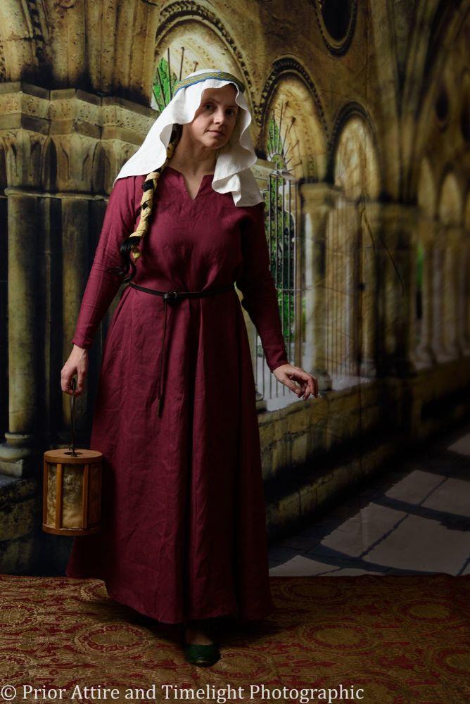 Medieval dress size 8-10