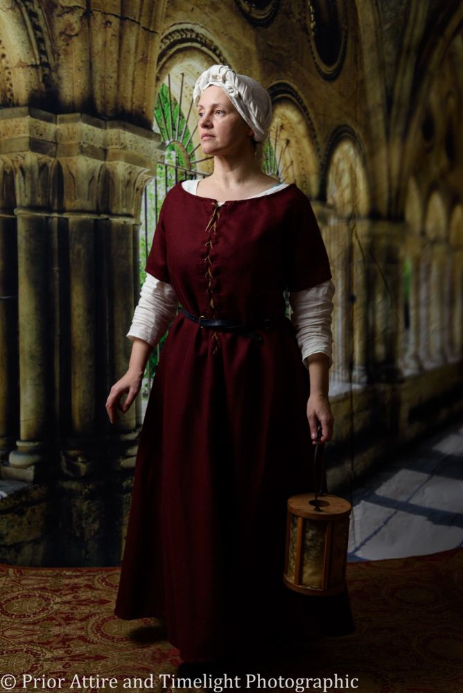 Medieval dress/kirtle size 16-18