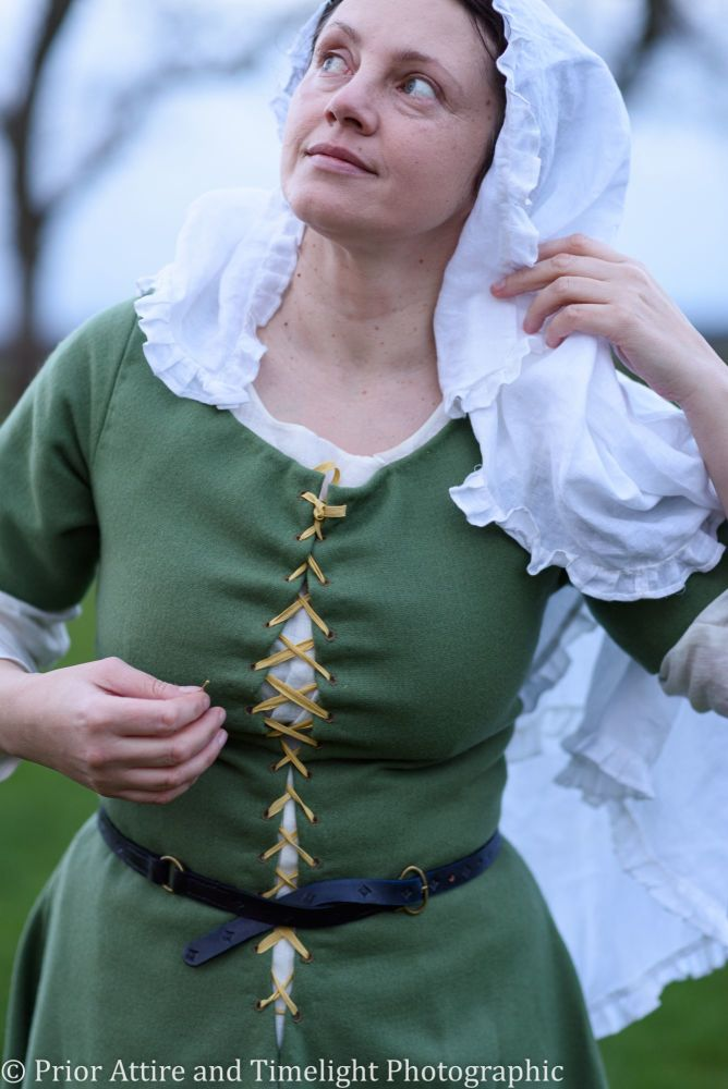 Medieval dress/kirtle size 12-14