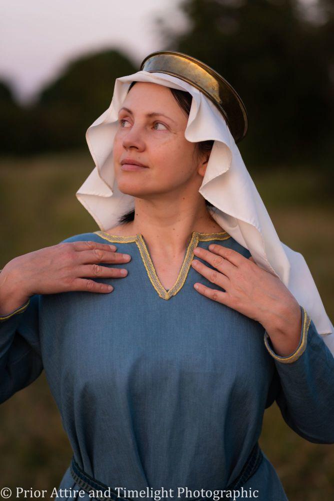 medieval veil in silk