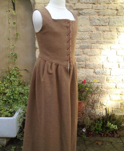 Tudor kirtle for a young lady
