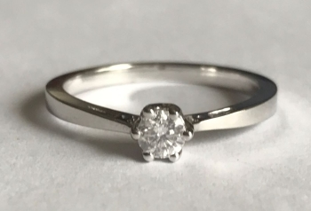 Solitare Diamond Ring in 18ct White gold    (13)