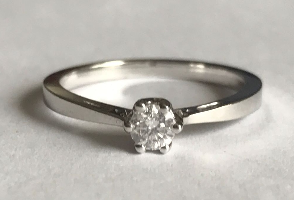 Solitare Diamond Ring in 18ct White gold