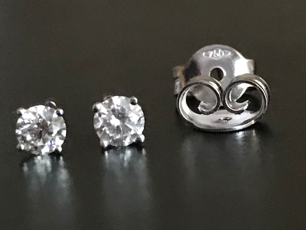 New Product Diamond Stud Earrings in 18 ct white Gold