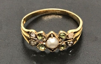 Antique Pearl, Diamond and Emerald ring in 18 ct gold
