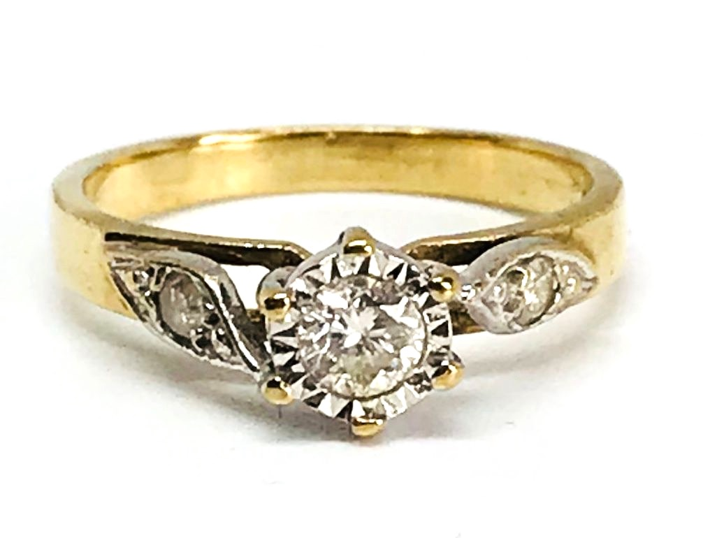 Diamond Solitare with accent Diamond in 9 ct Gold