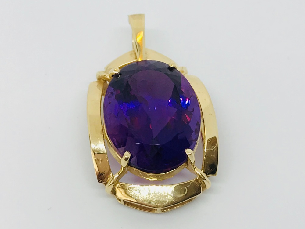 Very Large Amethyst Pendant in 14 ct gold