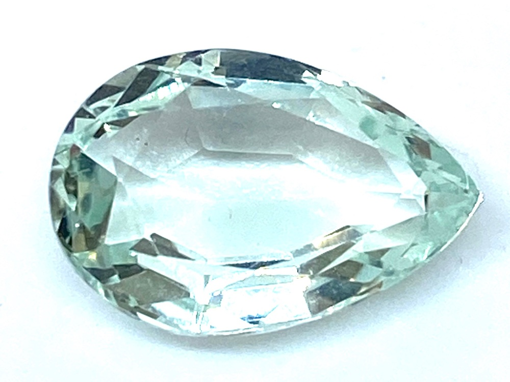 Green Beryl Drop  4.20ct   13.5mm x 9mm Ber003