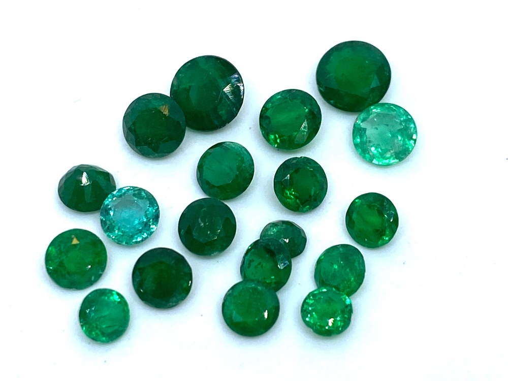 Parcel of Emerald  rounds       6.37cts    Eme009