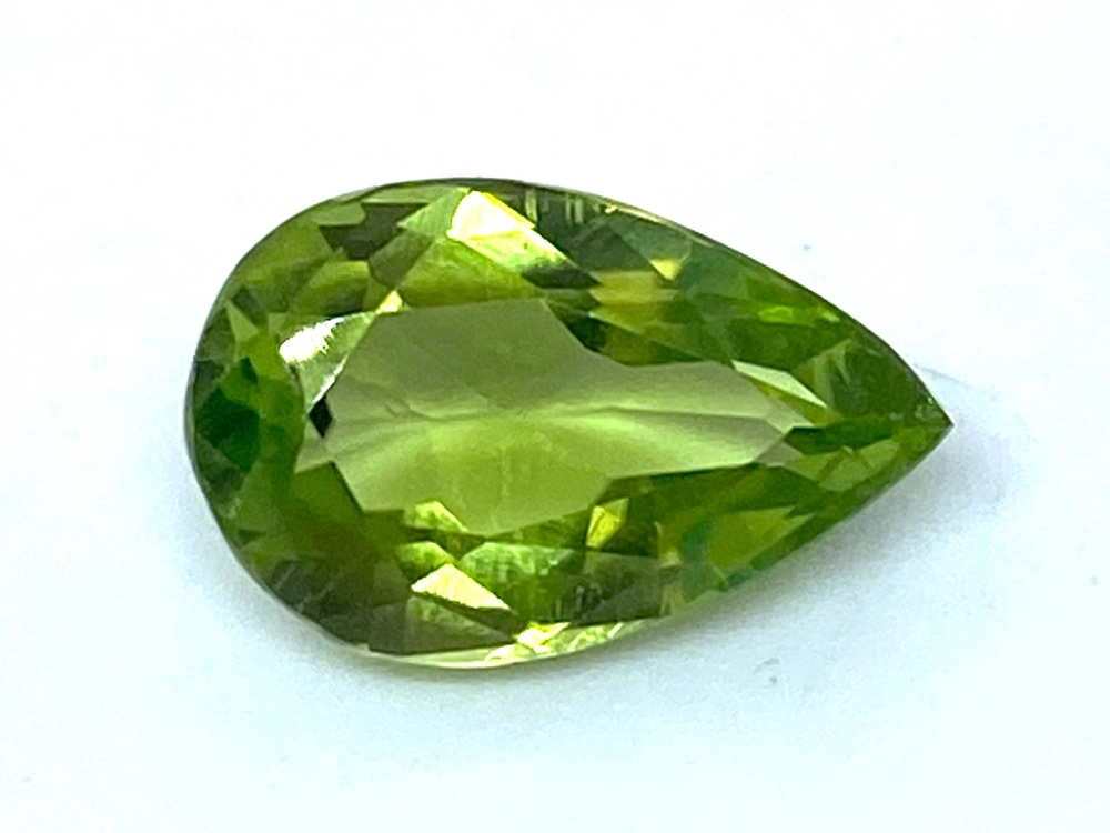 Peridot Drop 11.5mm x 7.1mm   3.84cts   Per003