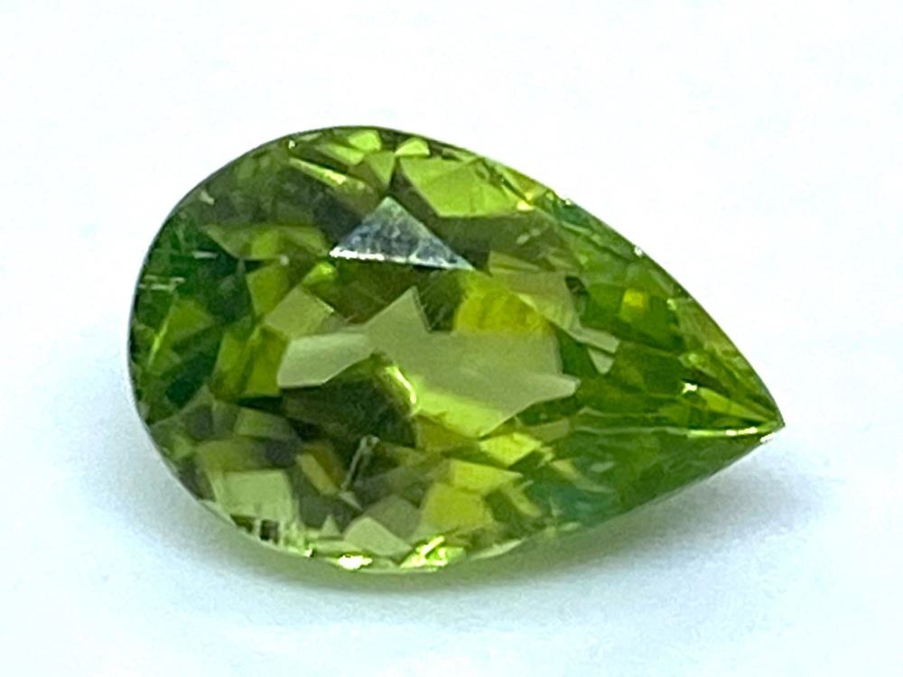 Peridot Drop 11.3mm x 7.4mm   3.40cts   Per004