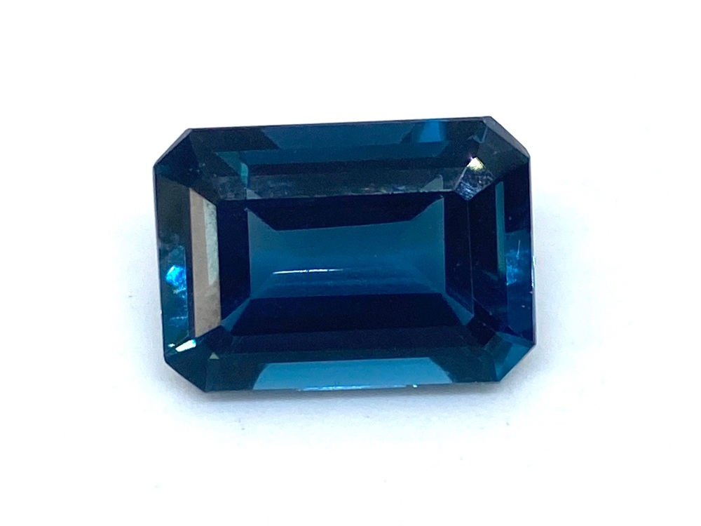 Blue Topaz 8.79cts    13.8mm x 10mm Top004