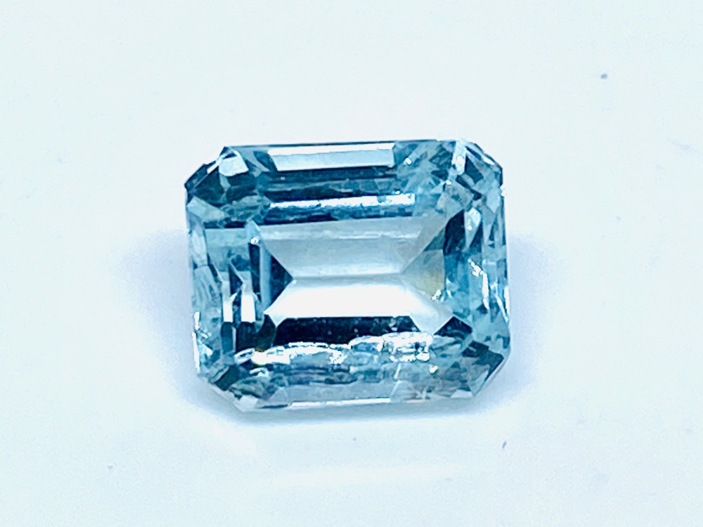 Aquamarine  Trap Cut  2.16cts   8mm x 7mm   Aqu047