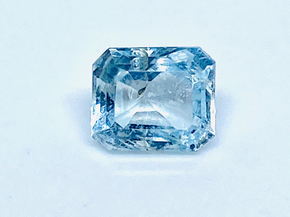Aquamarine  Trap Cut  1.29cts   7mm x 6mm   Aqu057