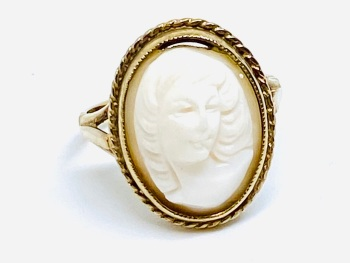 Cameo Ring in 9ct Gold  size M1/2