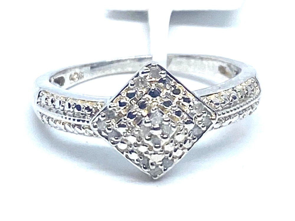 Diamond Cluster  Ring Set in Silver   0.10cts    SizeQ