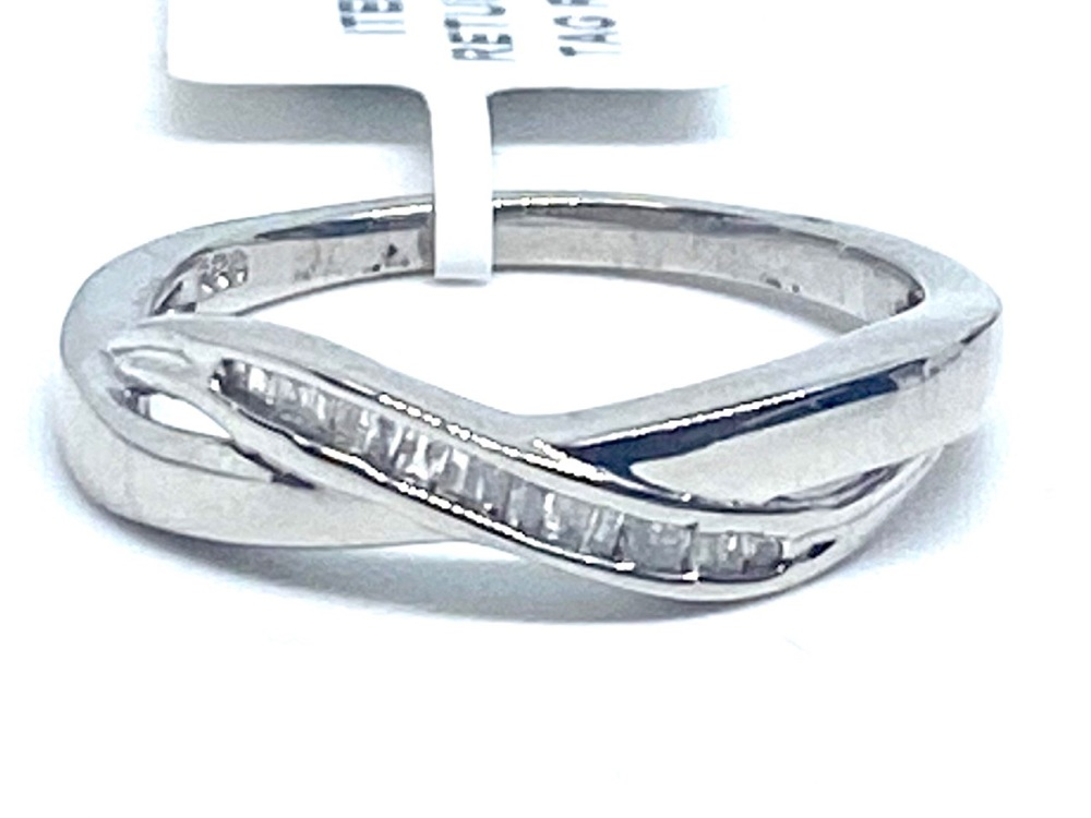 Diamond Ring Set in Silver with  Platinum  Overlay  0.15cts    Size P