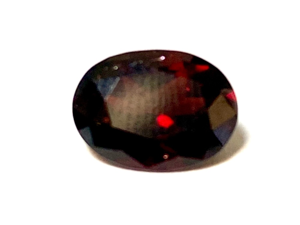 Garnet  Oval  Deep Red    10mm x 7.5mm   2.72cts      Gar015