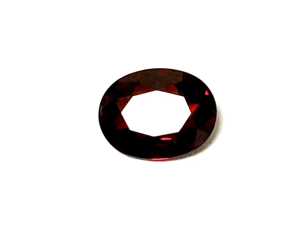 Garnet  Oval  Deep Red    9mm x 7mm   1.90cts      Gar014