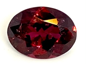 Garnet  Oval  Deep Red    9mm x 7mm   2.18cts      Gar026