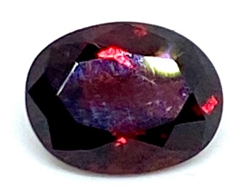 Garnet  Oval  Deep Red    9mm x 7mm   2.33cts      Gar028