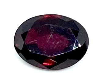 Garnet  Oval  Deep Red    9mm x 6.7mm   2.24cts      Gar031