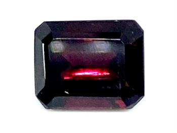 Garnet Deep Red  Trap Cut 7.5mm x 6mm   2.15cts      Gar034