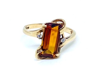 Madera Citrine and Diamond Ring in 9ct gold   Stunning piece Size M