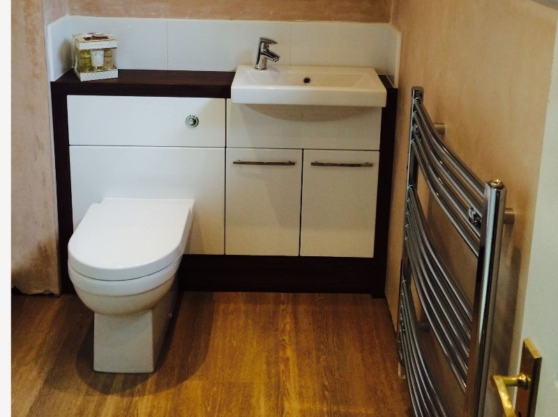 enclosed fitted bathroom cabinets