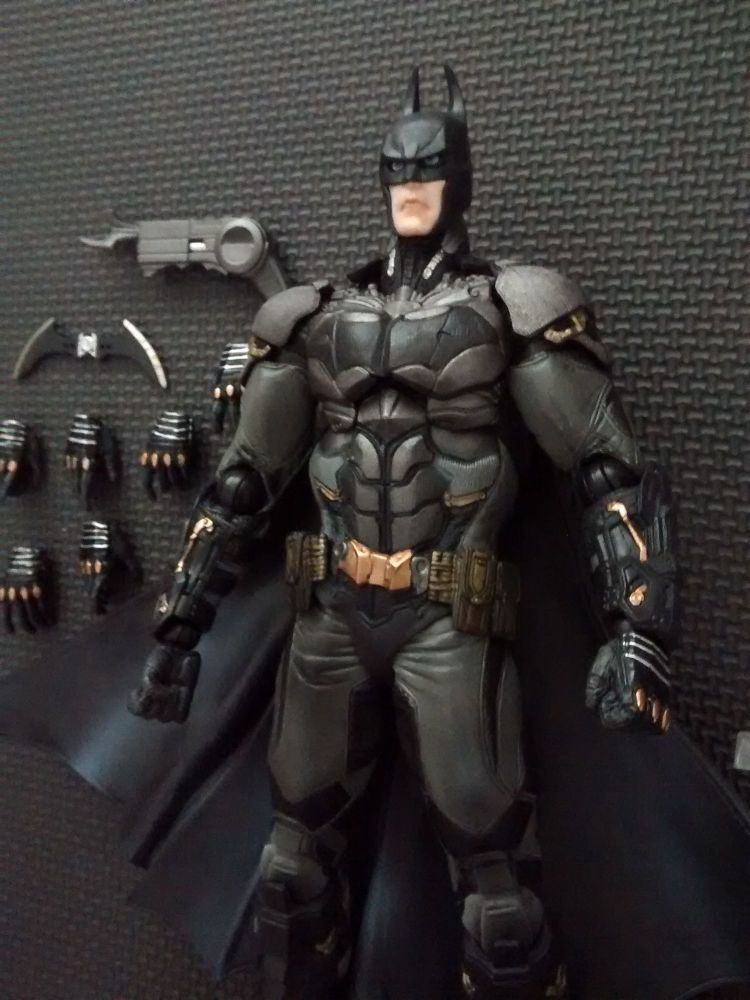 Play Arts Kai - Collectable Batman 10
