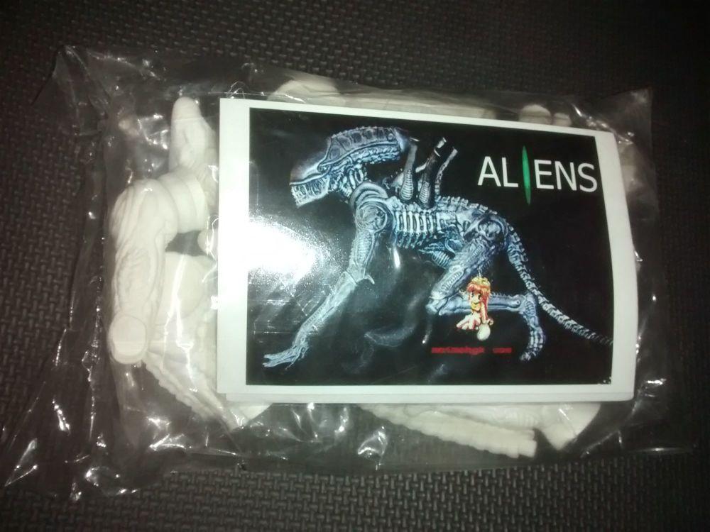 Elfin -  Alien (Crouching Version) Vinyl Model Kit - 8
