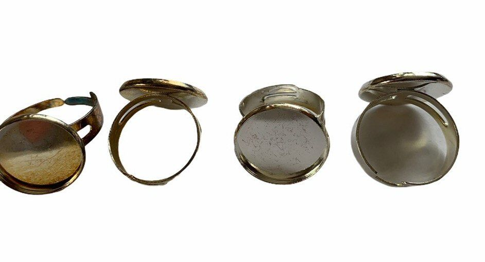 Silver style rings x 4