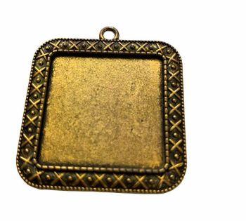 Gold coloured square patterned bezel - B14