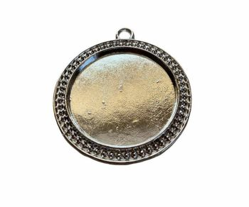 Silver style circular patterned pendant - B9