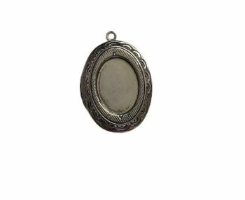 Silver style classic oval locket - A10