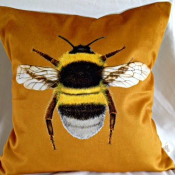 Velvet Bee Cushion- Gold