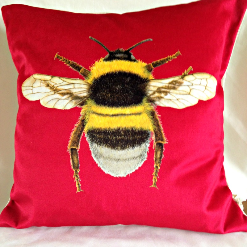 Velvet Bee Cushion-Strawberry