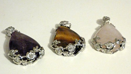 Rose Quartz Decorative Teardrop Necklace on chain