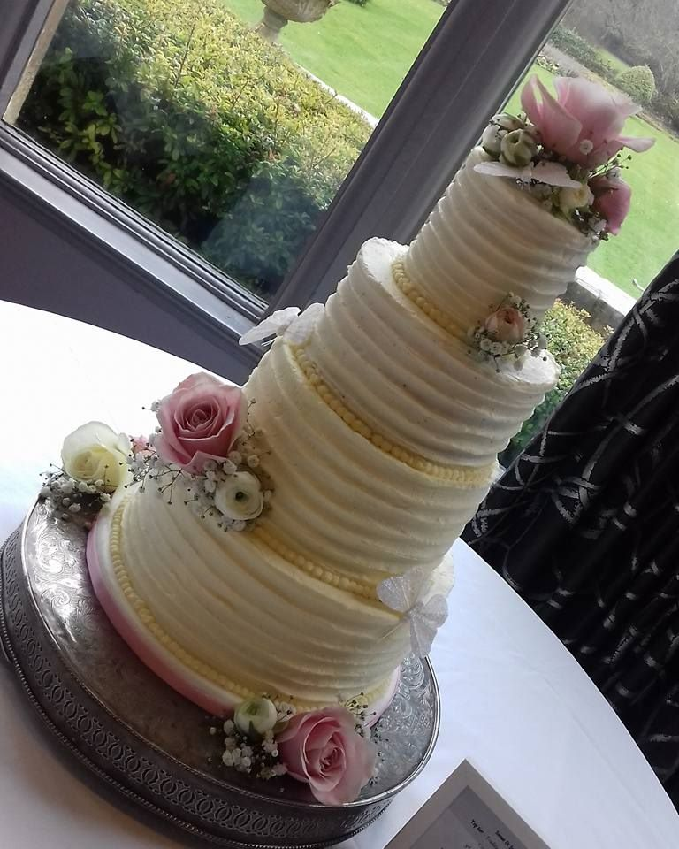 Buttercream pipped wedding cake