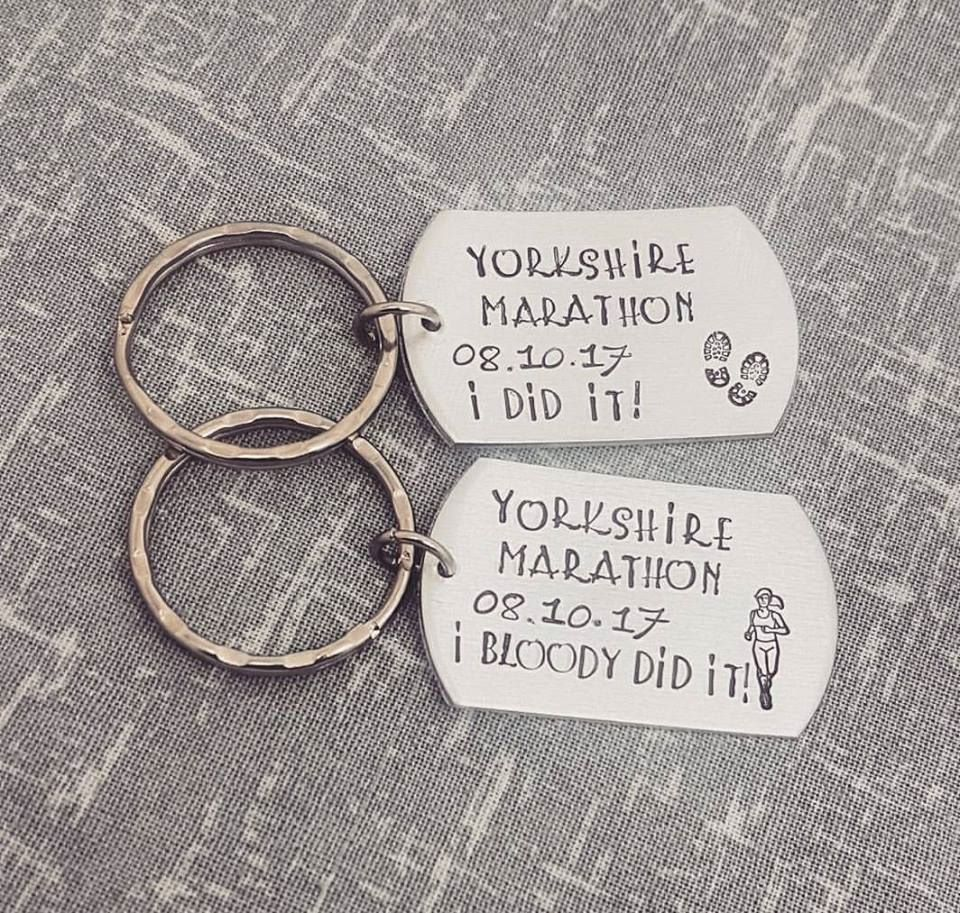Runner Celebration Marathon Keyring -I did it! (or I bloody did it!)  - 6 d