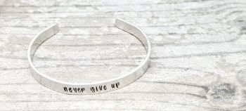Never give up - Cuff braclet (silver coloured)