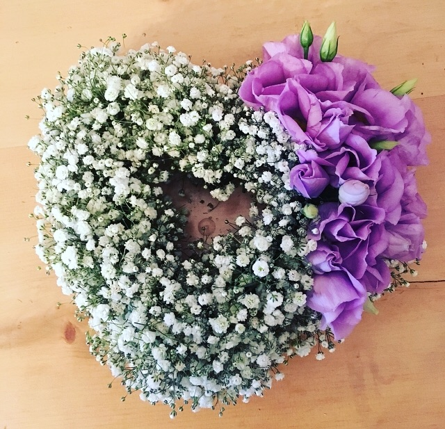 10' open gypsophila heart